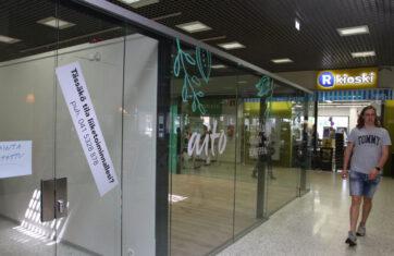 S-marketin aulan  liiketilat pysynevät tyhjillään